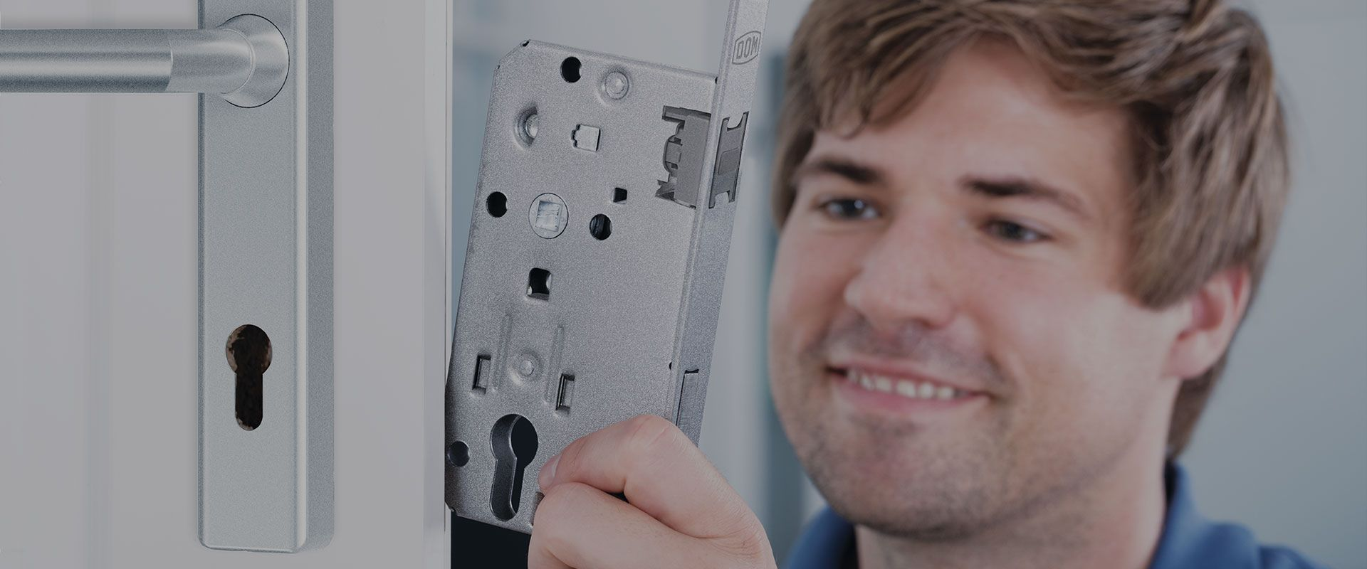 picture of a locksmith putting new lockcase