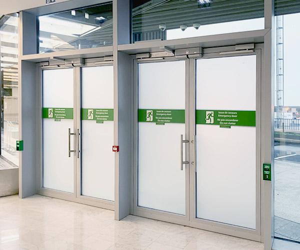Gestion des issues de secours dans les aéroports