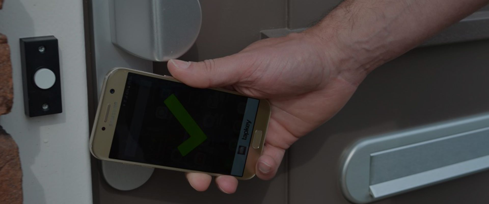 operating a tapkey cylinder with a mobile phone