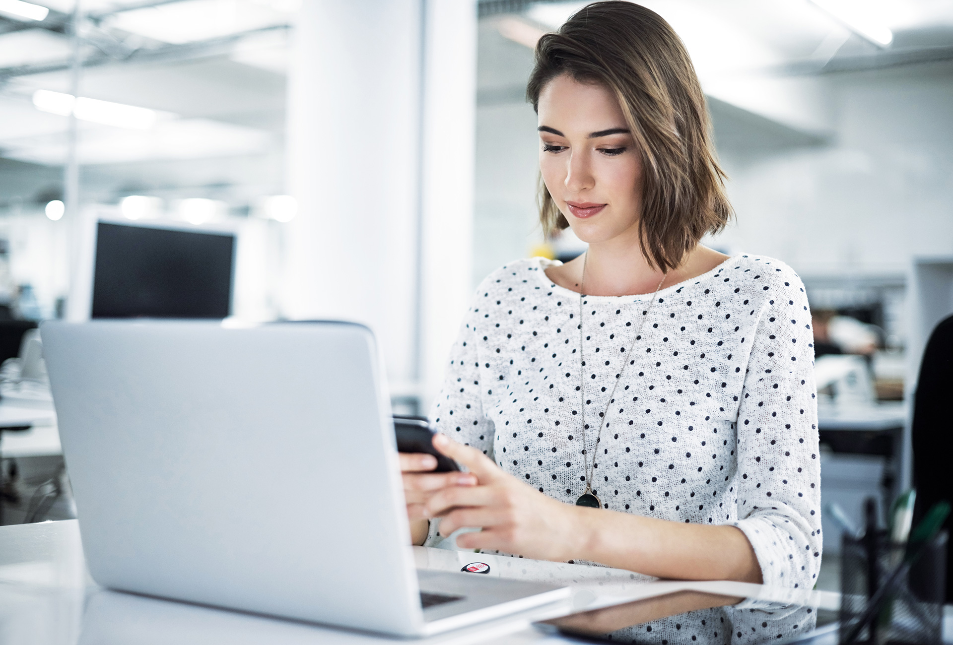 woman-programming-eniq-fob-with-smartphone