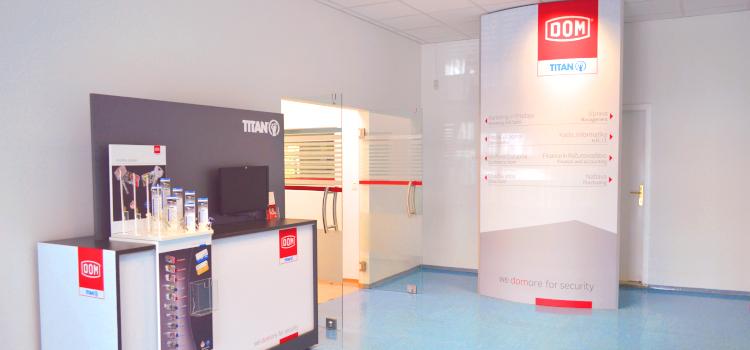 DOM-TITAN hodnik