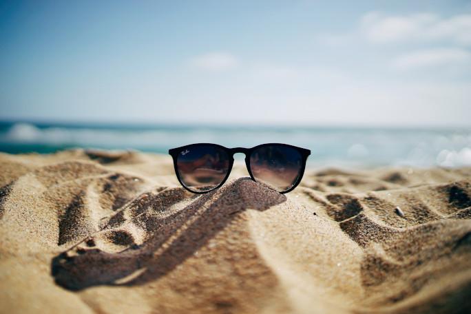 Sončna očala na plaži